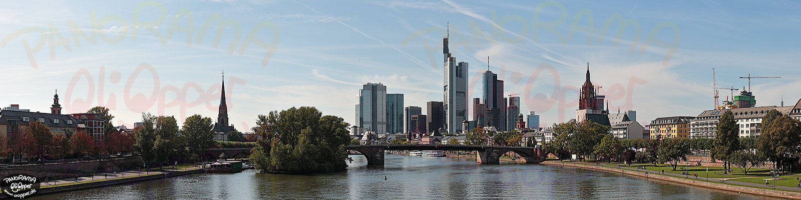 Panorama Frankfurt - Skyline am Tag - p298 - (c) by Oliver Opper