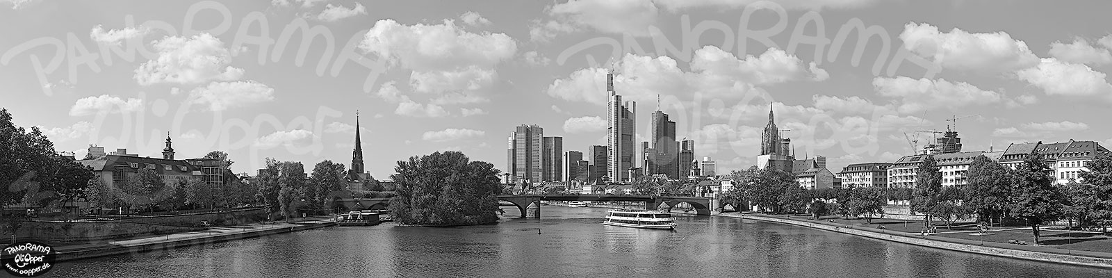 Panorama Frankfurt - Skyline am Tag - p8304 - (c) by Oliver Opper