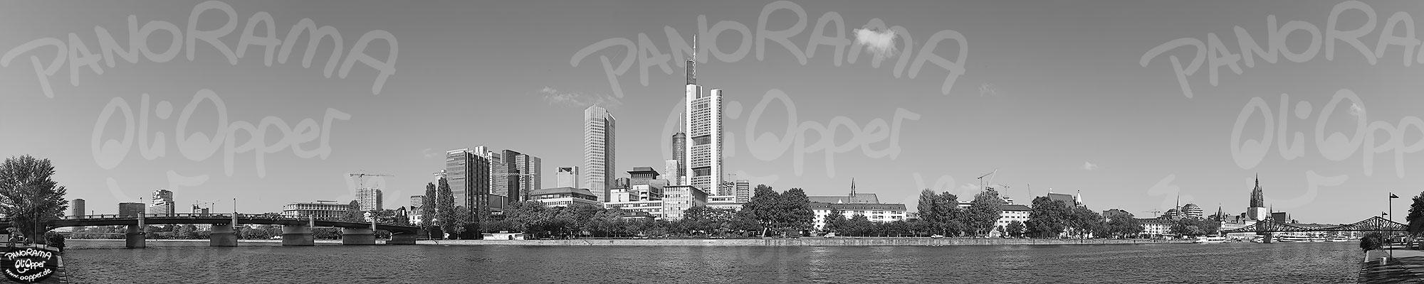 Frankfurt  schwarzweiß  Tag  p8310  (c) by Oliver Opper