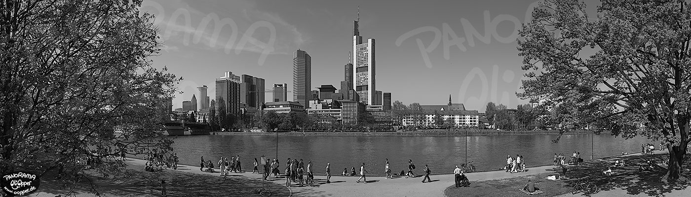 Frankfurt  schwarzweiß  Tag  p8422  (c) by Oliver Opper