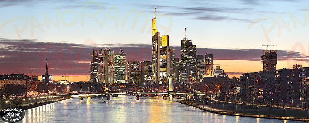 frankfurt am main die skyline von der deutschherrnbr cke am abend p406. Black Bedroom Furniture Sets. Home Design Ideas