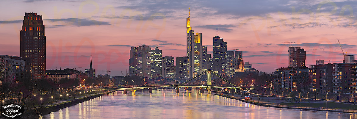 frankfurt am main die skyline von der deutschherrnbr cke bei nacht p407. Black Bedroom Furniture Sets. Home Design Ideas